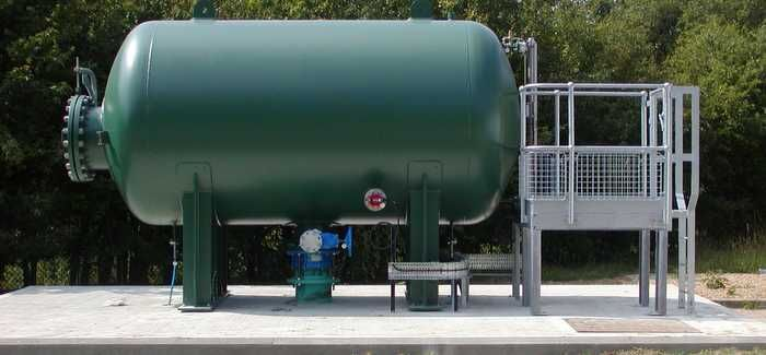 A correctly working surge vessel will expel water into the pumping main to maintain a positive pressure