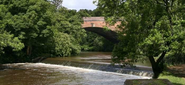 A dark plume of contaminated water was seen entering the River Kelvin