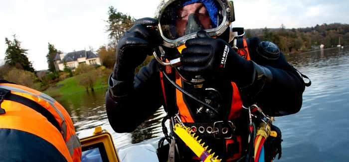 The divers carried out inspections and minor repairs