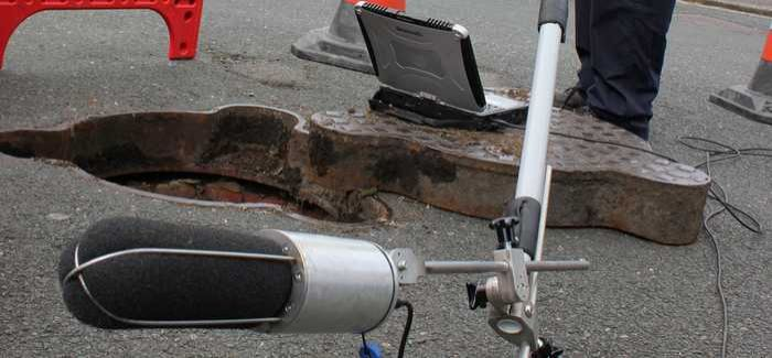 SewerBatt works by sending multi-frequency sound waves along sewer pipes