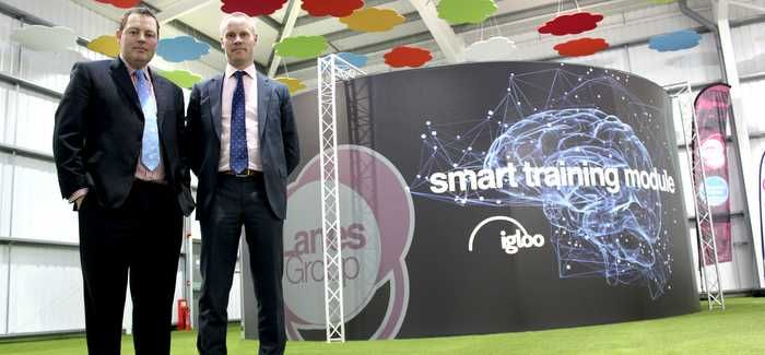 Andy Brierley (Lanes) and Mark Grimshaw (Thames) with the Igloo