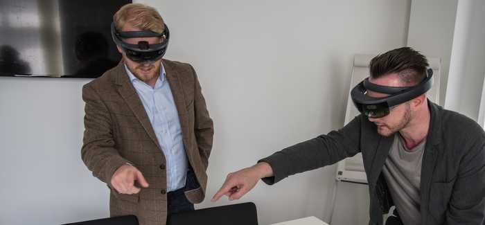 Inspecting a virtual reality hologram with the tool