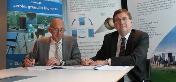 Rene Noppeney (left) and Bruno Speed at the signing of the cooperation agreement