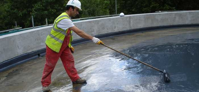 Cleaning work is carried out by Concrete Repairs at Betchworth water tower in Surrey