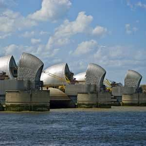 EA's £300M Thames estuary flood defence deal goes to CH2M Hill