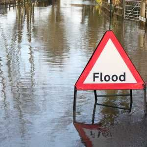 Free flood warnings given to EE mobile customers