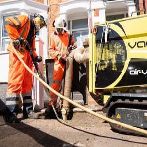 Micro vacuum excavation to assist smart metering works