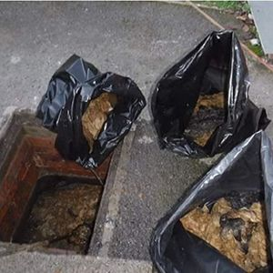 Wessex Water crew pull 3,000 wet wipes from sewer